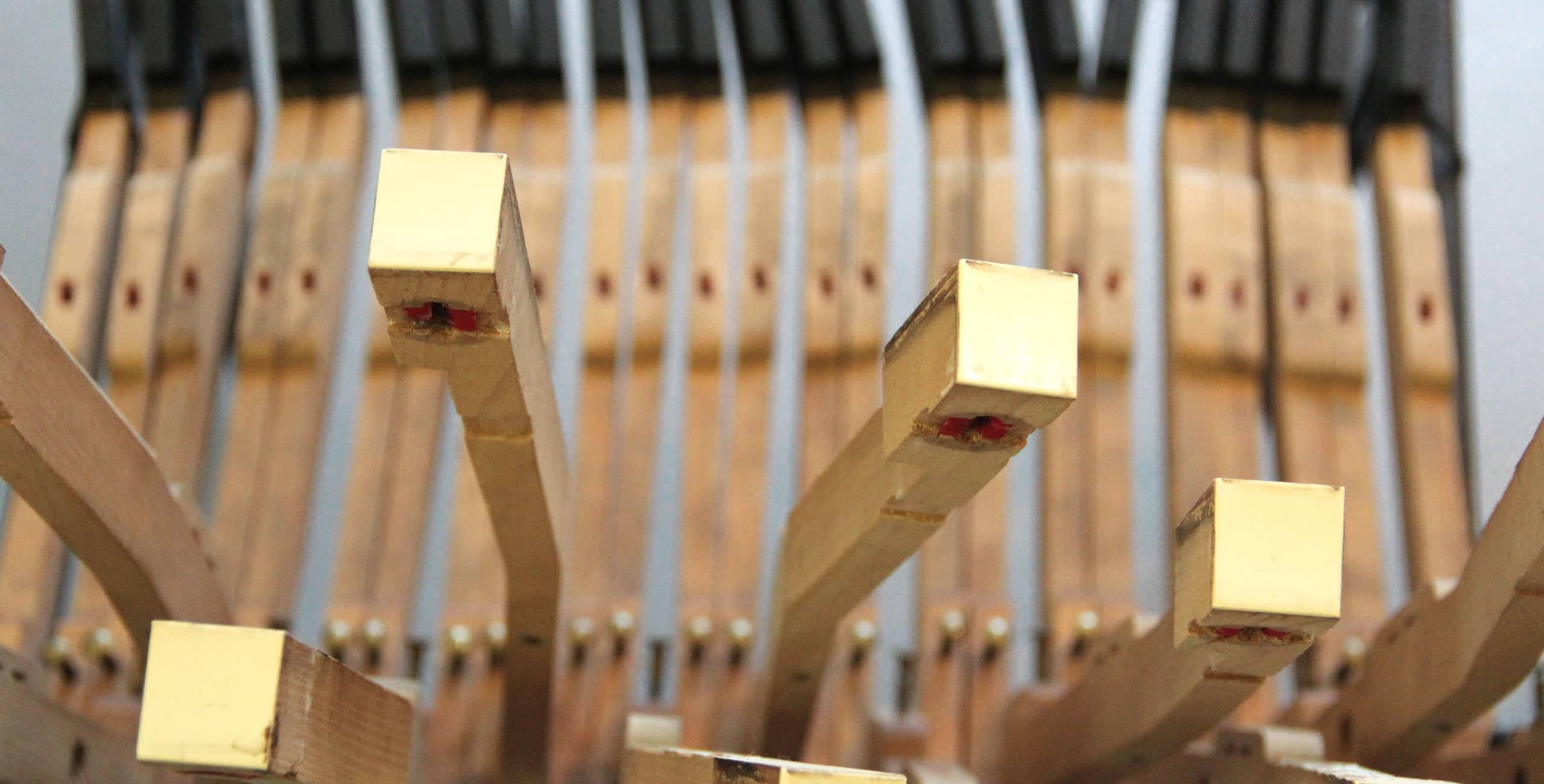 Stuhl aus Klaviertasten